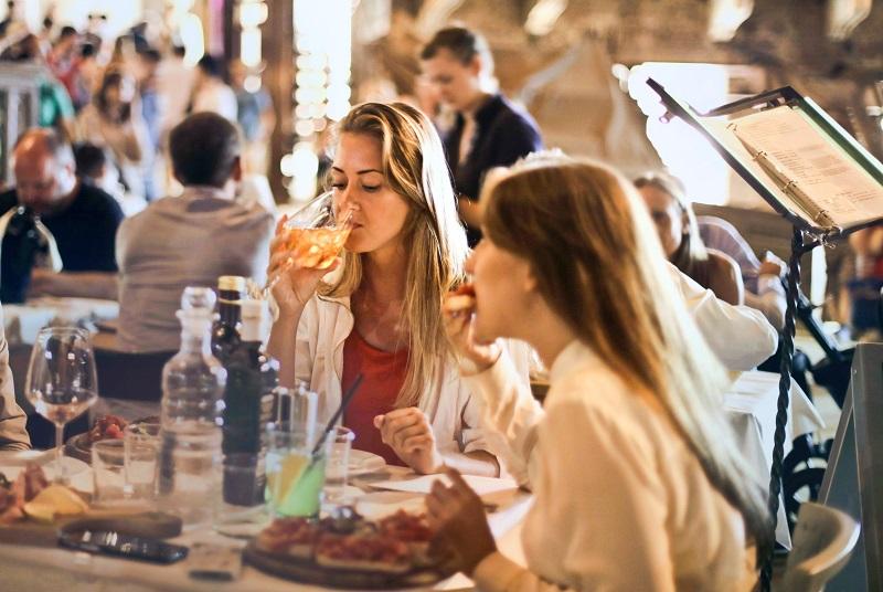 Dlaczego dobre restauracje coraz częściej korzystają z PR?